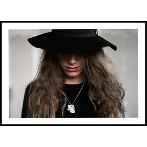 HAT PORTRAIT COLOR – Poster 50×70 cm